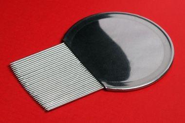 A lice comb.