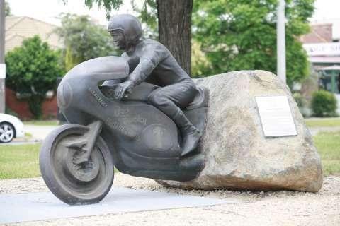 Jack Findlay memorial statue in Mooroopna